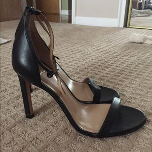 Black strappy simple heel 8.5